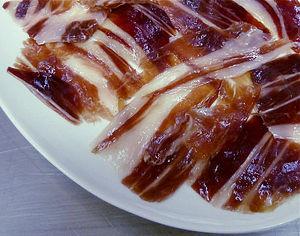Il prosciutto iberico è l'alimento contenitore di più proteine